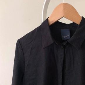 Skjorte/kjole med knapper og krave <3  Brugt 1 gang.