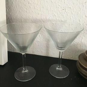 2 cocktail glas -fast pris -køb 4 annoncer og den billigste er gratis - kan afhentes på Mimersgade 111 - sender gerne hvis du betaler Porto - mødes ikke andre steder - bytter ikke