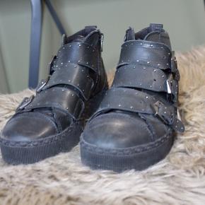 Sorte sneakers fra Tamaris