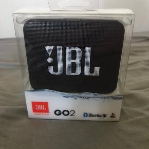 Helt ny og uåbnet JBL Go 2 højtaler  Ny pris: 279kr  Skriv for mere info eller flere billeder Byd gerne!