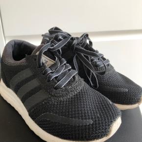 De er ikke brugt ret mange gange. De er sorte og i super fin stand. Billedet snyder lidt i farven da de bare er helt sorte.