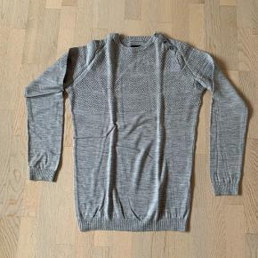 Samsøe Samsøe herre bluse / trøje / sømandsstrik grå str. XXL. Meget lækker kvalitet i 100% uld. Kun brugt få gange, så den er som næsten ny. Nypris 800 kr.