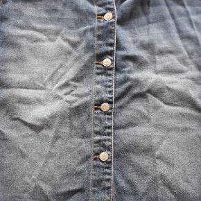 Super lækker nederdel som desværre er købt for lille.