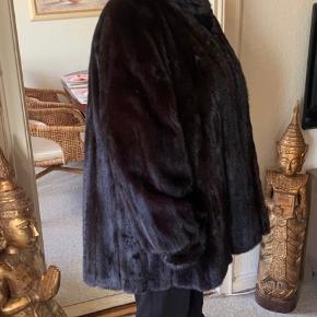Mink pels fra Saga mink str 42 Trænger til en rensning - har hængt i skab flere år.  Pris 8000,- Np 20.000,-