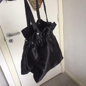Taske fra Nunoo  (Der hører strop med, hvis man gerne vil have den som crossbody)
