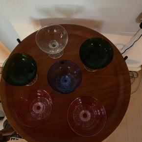 6 skønne farvede Gallo champagne/Desert skåle   Virkelig fine 10x10 cm                           Pr stk 70kr   Til salg på flere sider