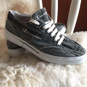 Champion grå sneakersStr: 36,5 Kan prøves / afhentes Kbh Sv eller sendes med DAO for 38kr.