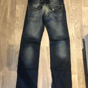 Super fede jeans str. 32/36 Mange fede detaljer.