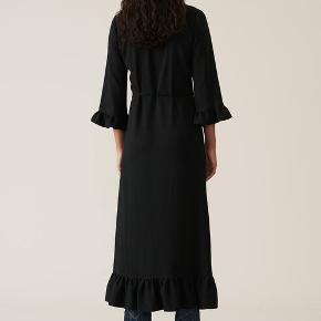 Skøn klassisk kjole fra Ganni, sjældent udbudt til salg.  Mindstepris 500,-