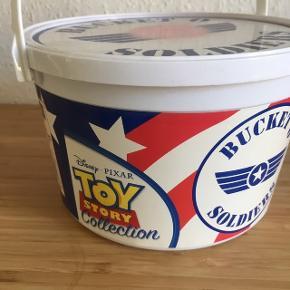 Bucket O soldiers soldater fra toy story - fast pris -køb 4 annoncer og den billigste er gratis - kan afhentes på Mimersgade 111. 2200 Kbh n - sender gerne hvis du betaler Porto - mødes ikke ude i byen - bytter ikke