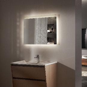 Nyprisen var 1600kr. Spejlet har været brugt i næsten et år. Spejlet har målene 70x90. Og har en lille rund knap som kan tænde og slutte lyset der kommer ud fra alle sider af det.