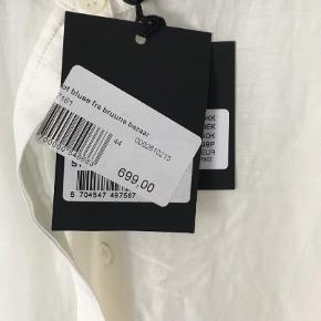 Varetype: Andet Størrelse: 44 Farve: Råhvid Prisen angivet er inklusiv forsendelse.  Bomuld / silke. Stadig med tags
