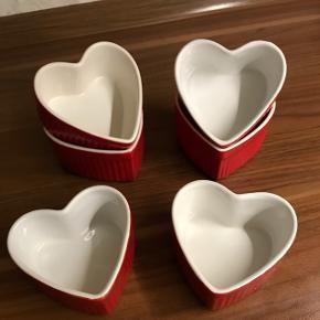 Seks søde hjerteformede glas/dessertforme mangler et nyt hjem 🙂