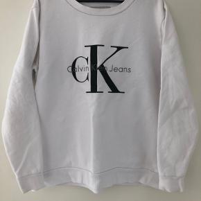 Se billede angående tekst på trøjen. Sælges billigt. Der er dog ingen gule skjolder eller pletter ellers :-)