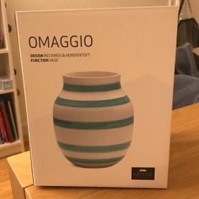 Udgået Kähler Omaggio vase i turkis  Højde: 20cm x Brede: 16,5cm  Med original kasse.