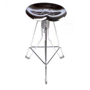 Helt nye DULTON clipper Barstool -  HAR 3 stk i sorte.  Har også 5 stk med creme farvede sæder.  Super fedt design   Helt nye og i original emballage.  Har en perfekt siddekomfort og kan justeres i højden. Max.: 73 cm / Min.: 63 cm  Perfekt til køkkenet, i baren, på børneværelset, pc arbejdsstation etc.   pris: 1 stk. kr. 800,- / 2 stk. Kr. 1.450,- / 3 stk. kr. 2.100 (pris i butikkerne pr stk kr. 1.499,-)  Kan tages med til Fyn i weekenden 4-6 oktober.
