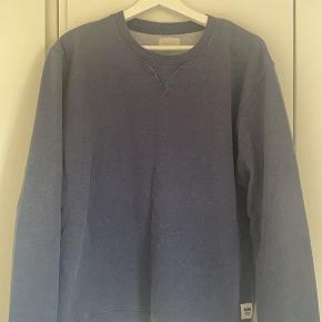 Jeg sælger min Wood Wood sweater. Sweateren er kun brugt få gange, ingen skader.  Det er en str. M Er åben for alle bud!!!