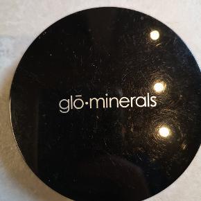 Glo-minerals brugt få gange. Forsendelse 37 kr med DAO