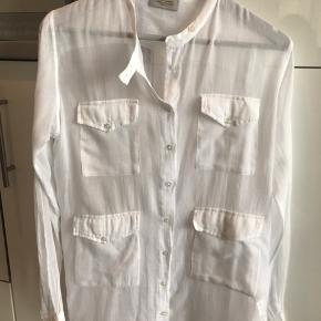 Sælger denne hvide, gennemsigtige skjorte fra HUNKYDORY :-) 100 % bomuld og aldrig brugt :-)