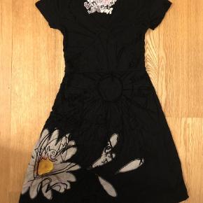 540aba868f16 Varetype  Næsten Ny sommerkjole - blomster kjole Farve  Sort Oprindelig  købspris  750 kr