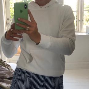 Hvid hoodie/hættetrøje/sweatshirt 🤍