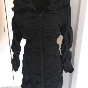 Super flot kjole størrelse 36, i næsten som ny stand. Sender gerne.