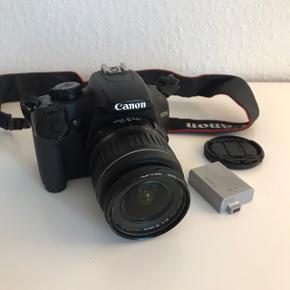 Canon EOS 1000d spejlrefleks fra 2012.  Er godt brugt. Jeg oplevede dog problemer med autofokus-funktionen, hvor den ikke vil fokusere og dermed tage billedet - købte derfor et nyt, og kameraet har således ikke været brugt i et par år. Har mistet opladeren.  Hvis du er typen, der kan få teknik til at virke igen er det sikkert lige et kamera for dig 😉😉 skriv for mere info!  SD-kort medfølger ikke.