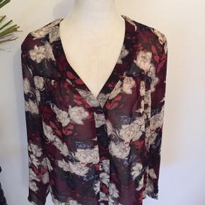 Ny dame skjorte str S men svarer til str 38/40 ny pris på 500 sælges billigt