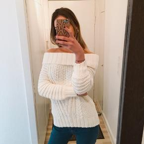 ‼️MOVING OUT FINAL SALE‼️  H&M off shoulder sweater  Like new