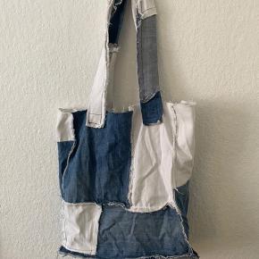 Hjemmesyet tote bag af vintage jeans.