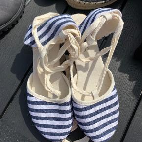 Ellos Heels