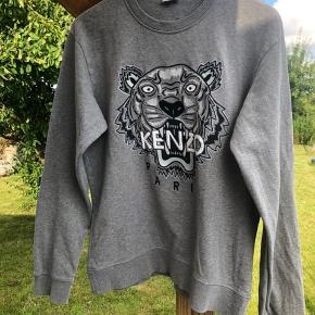 Flot lysegrå Sweatshirt fra KENZO i str. L. Bon haves. Fra Dec.2018. Flot stand. Nypris 1600,-