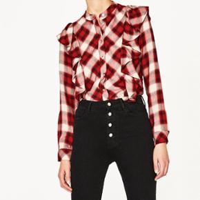 Super fin skjorte fra Zara  Købt for nylig men er aldrig brugt  Np. 199kr  Mp 100kr Str small