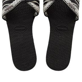 Havaianas - YOU SAINT TROPEZ FITA flip flops i sort med hvidt mønster. Brasiliansk størrelse 37/38 svarende til EU størrelse 38/39.