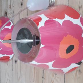 To stk. Le Klint loftslamper med Marimekko skærm, der kan udskiftes. I en hurtig handel 600 for begge. Sendes ikke