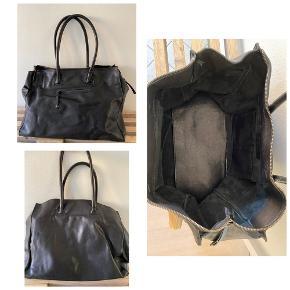 stor weekend taske i sort læder, brugt men fejler intet, 42cm lang, 32cm høj