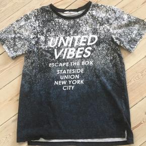 Fin t-shirt str.158  Har 2 stk. Kan afhentes i Århus C og N