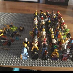 Sælger samling af Lego-minifigurer - ca. 70 stk. Sælges samlet - evt. Med plastikæskerne med låg, som passer fint i størrelsen. Sender ikke - Byd venligst.Har også kasse med Legodele til salg.