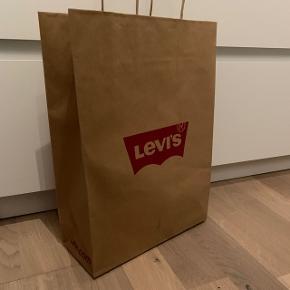 Sælger min pose fra Levi's