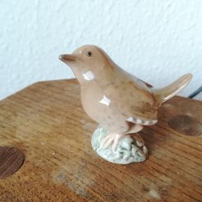 Porcelænsfigur af Gærdesmutte (B&G 1853 SV.) Højde: 6 cm Designet af: Knud Kyhn. Ingen skader.