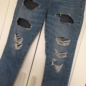 Fishnet bleach ripped jeans fra Denim & Co. Str.uk 40, svarer til en 38/40 M. Brugt let og i fin stand.