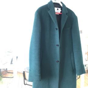 Frakke fra NN.07, let og behagelig, god som overgangs-frakke vinter/forår efterår/vinter. Den er købt i efteråret 2018 og brugt 2 gange. Den fejler intet.  Se evt. min annonce på DBA med flere billeder af frakken. Nypris 3699,-