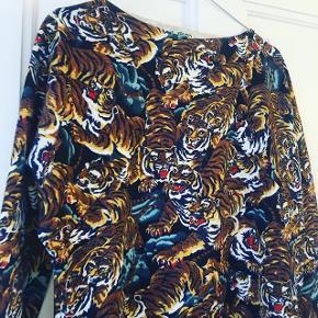 Kjole med tigerprint fra KENZO. Str. S. Sælges hvis rette bud opnåes