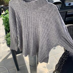 Lækker sweater fra pieces - sælges da jeg ikke får den brugt :)