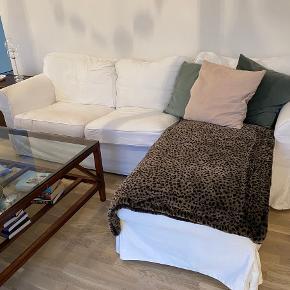 Sælger Ikea Ektorp chaiselong i off White. I god stand og stoffet kan vaskes og skiftes ud til anden farve.  Rigtig dejlig at sidde i! Køber sørger for transport