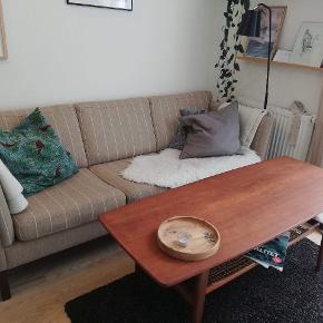 Virkelig dejlig sofa, som absolut ikke fejler noget. L: 200cm B: 80cm H: 80cm