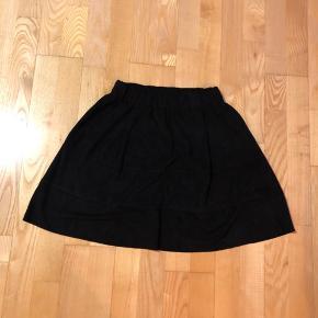Helt ny ruskinds nederdel med lommer  Afhentes 8000 Aarhus C  Eller sendes med Dao for 38kr.
