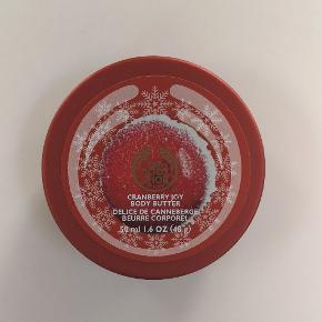 Body butter med tranebærduft. Næsten ikke brugt 🌟 Kan sendes eller afhentes i Kolding/Egtved