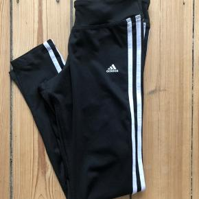 Adidas tights i strl. S. Passer en strl. 36. Perfekt stand. 88% polyester og 12% elasthan