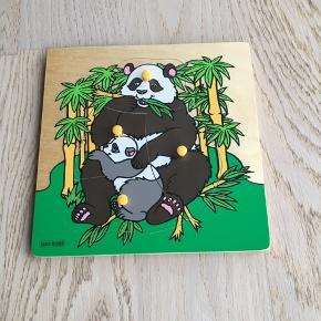 Sælger det flotte puslespil fra Kids Wood. Det er med 4 brikker. Er som nyt. Kommer fra et ikke ryger hjem. Kan afhentes i 2990 Nivå eller sendes mod betaling